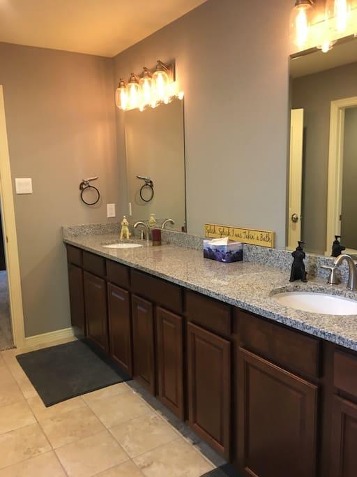 Large double vanity jack & jill bath with granite