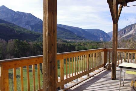 Belle vue, randonnée  et ski au soleil - Beauvezer - アパート