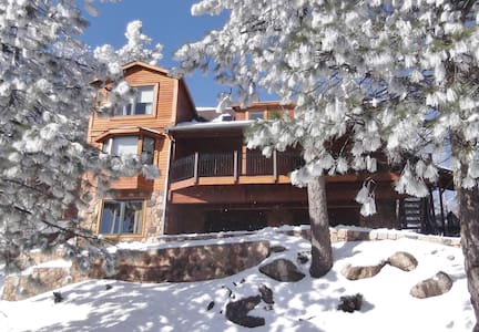 THE RETREAT IS BIGGER & BETTER THAN EVER,SLEEPS 14 - Running Springs - Ev