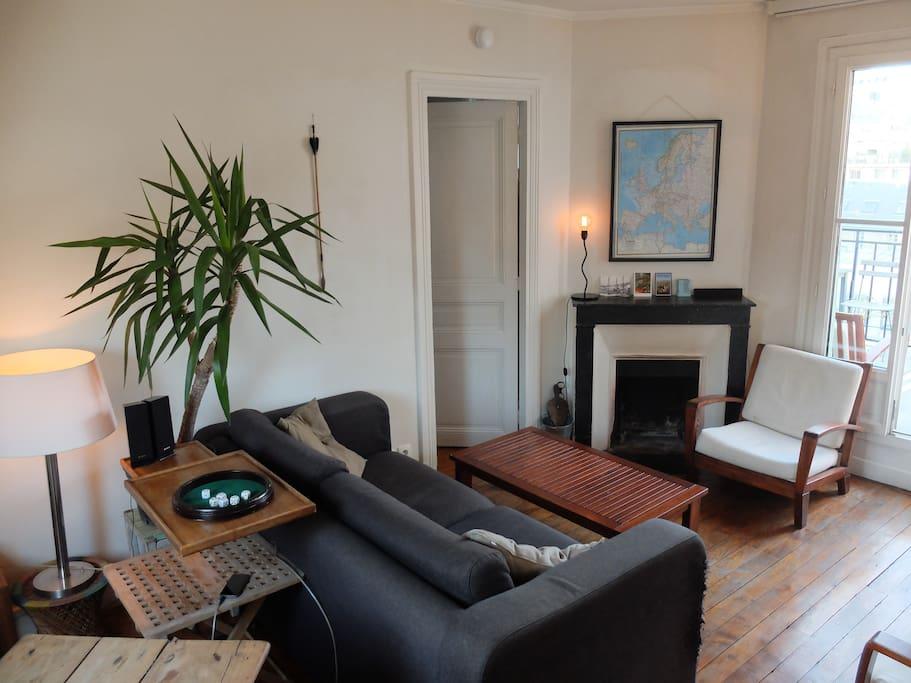 Salon avec cheminée Living room with fire place