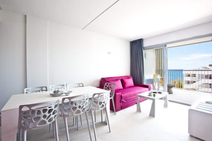 Sea View Apartment for 6 guests, 3 separate bedrooms, kitchen and sofabed, free Wifi, in Playa den Bossa - Ryans Ibiza Apartments - Adults Only