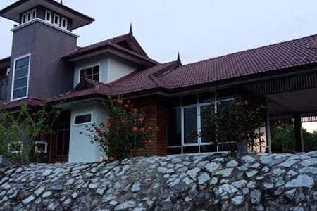 Cozy family type Faiz Home Stay