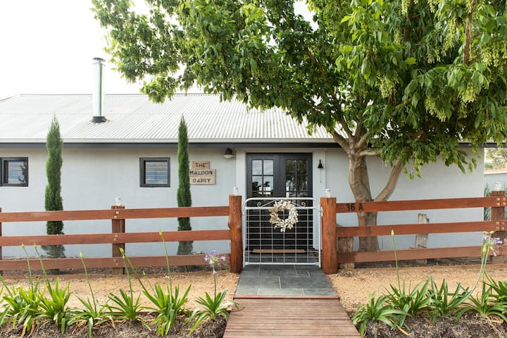 The Maldon Dairy - Entire Cottage 1 bedroom