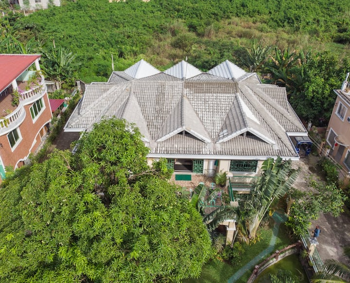Tropical Vacation Villa w Garden near Cebu Airport