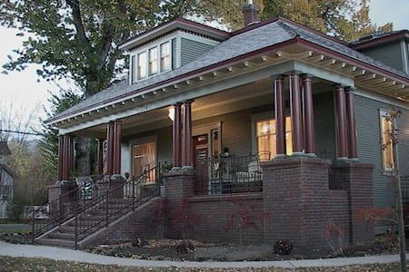 Bliss Bungalow, The Inn - Carson City - Haus