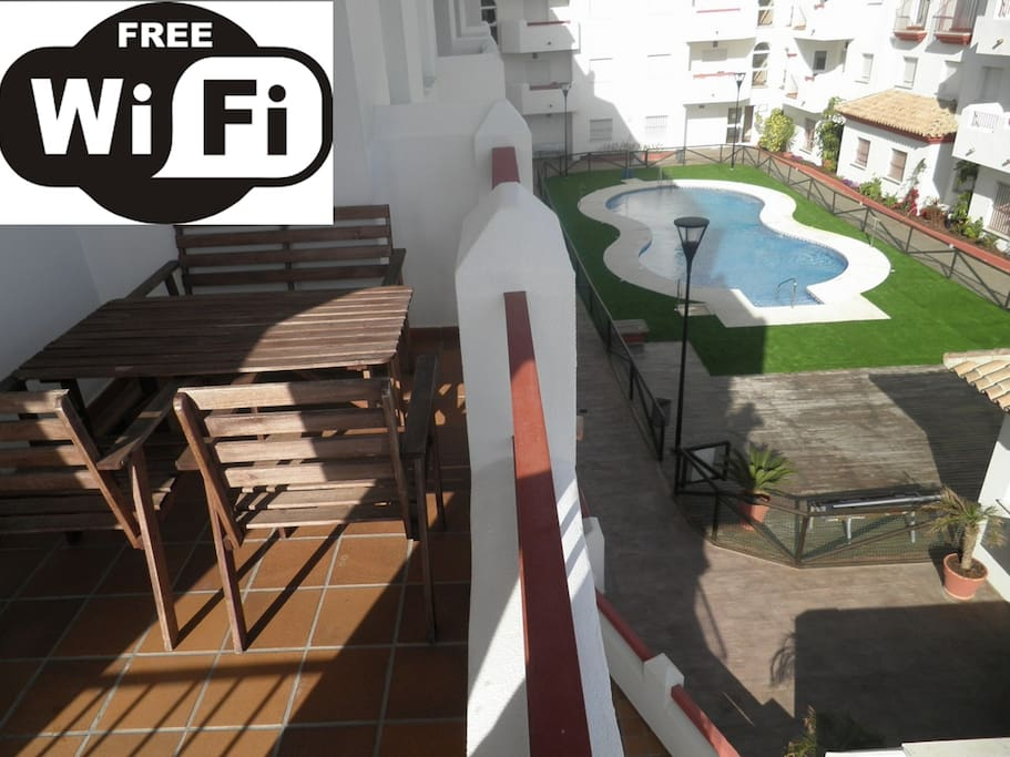 Apartamento con piscina plaza de parking y wifi for Plaza de parking alquiler