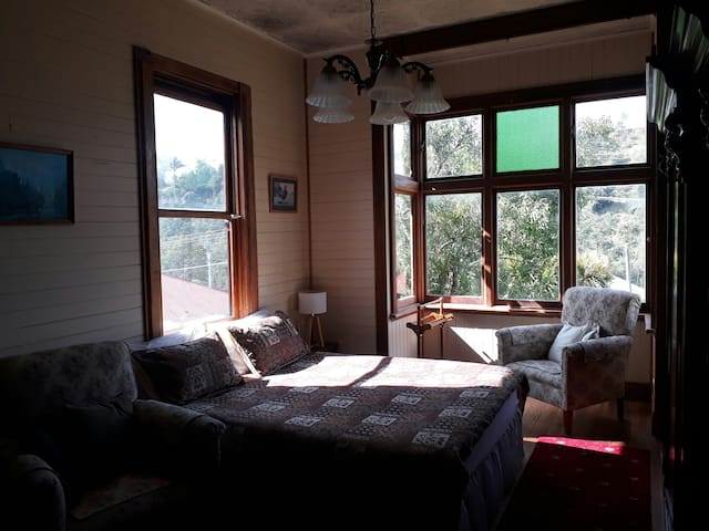 Kings View Bedroom 3