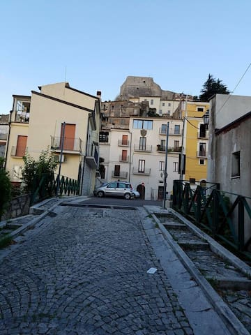 Historic Home, Shops,Cafes,Train To Rome or Amalfi - Guardia Sanframondi - Hus