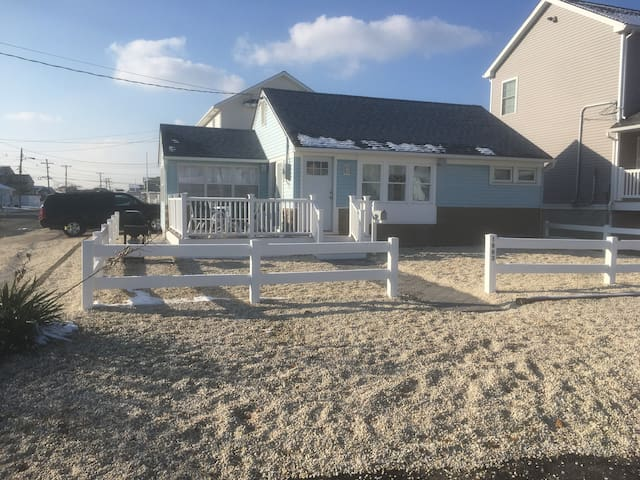 RENOVATED 4BED 2 BATH-ORTLEY BEACH..NO PROMS