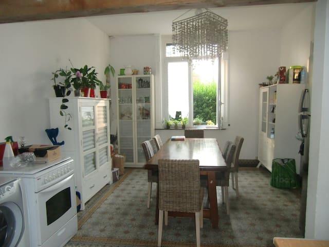 Maison à la campagne avec petit-déjeuner