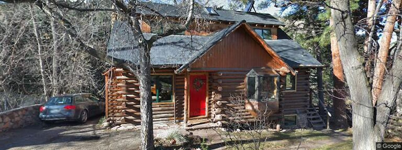 Cute Cabin close to hiking AND downtown