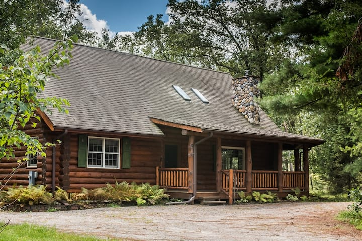 Log Cabin Luxury - 5 min from Sand Valley!