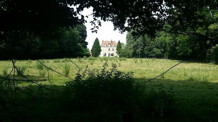 Dépendance d'une Maison de maitre en Bourgogne