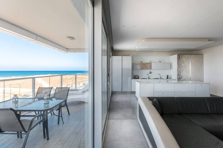 Wonderful 160m2 4 rooms front Beach - Netanya South - Apartamento