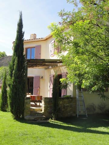 Maison  8 personnes avec jardin dans les corbieres