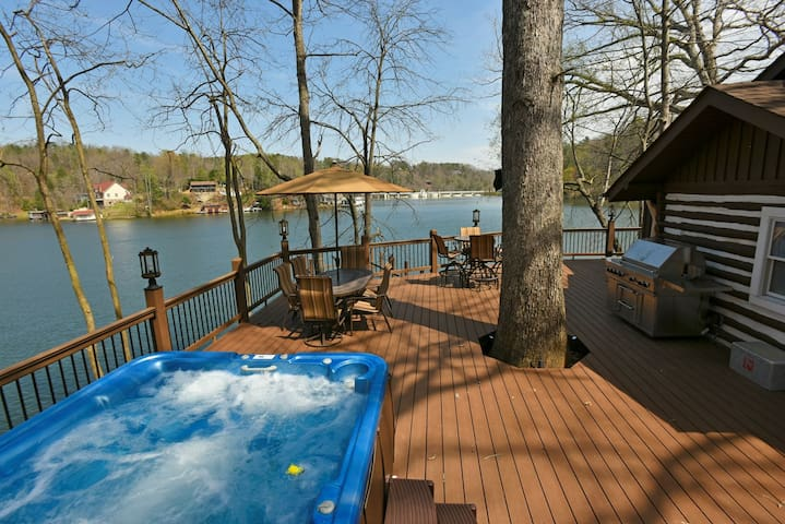 White Oak Point-NEW, Waterfront, Kayaks, Hot Tub, High Speed Internet, Historic Log Cabin-Newly Available to the Rental Market!