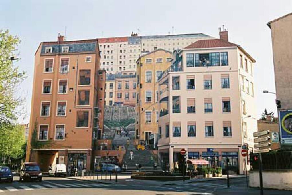 """Le """"Mur des Canuts"""", fresque murale célèbre à Lyon-Croix Rousse, située à 10 mn à pied de notre appartement"""