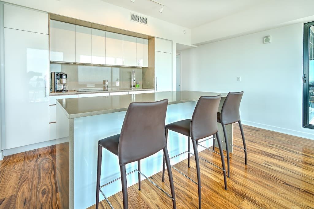 Kitchen+Dining table