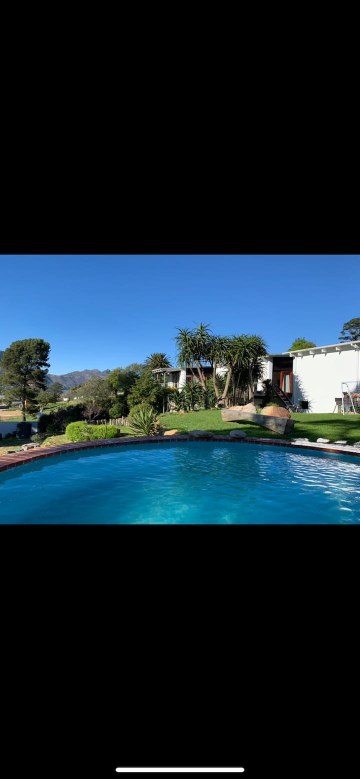 Modern architects home, views,pool/gardens, safe