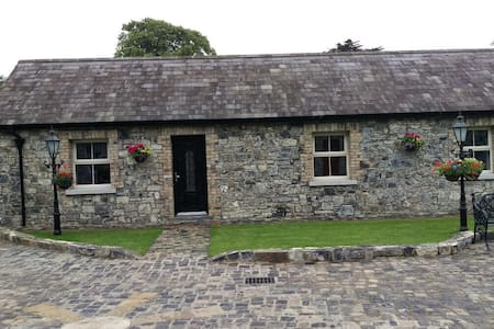 7. Alensgrove by the River Liffey, sleeps 6 - Leixlip - Cabaña