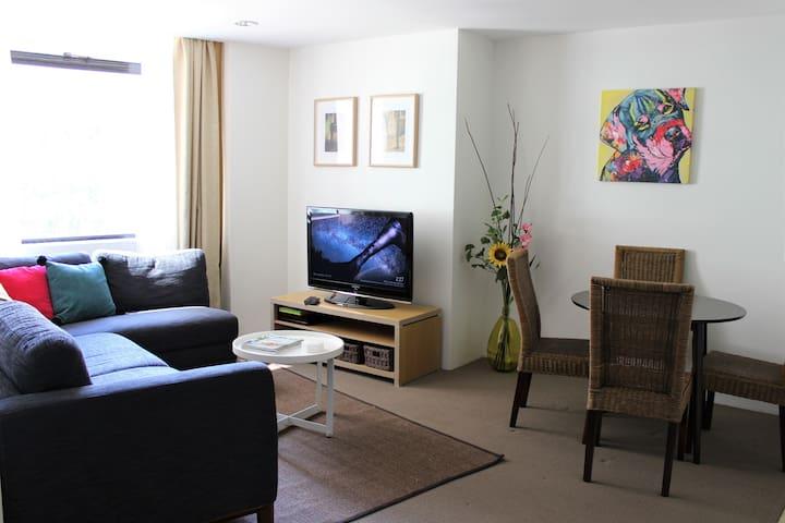 Apartment in prime Circular Quay location