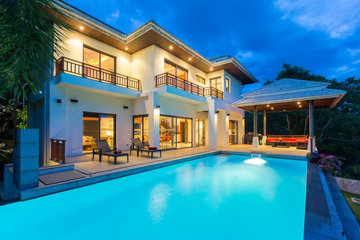 4 BR Sunset Villa - Private Pool & Fully Staffed !