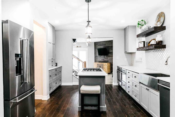 Beautifully updated home near 7th & Will Rogers!