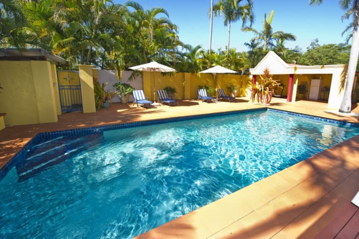 Awesome-The Best B&B on Magnetic island-Valentino
