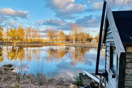 Quiet, cozy, eco-built Tinyhouse on the lake