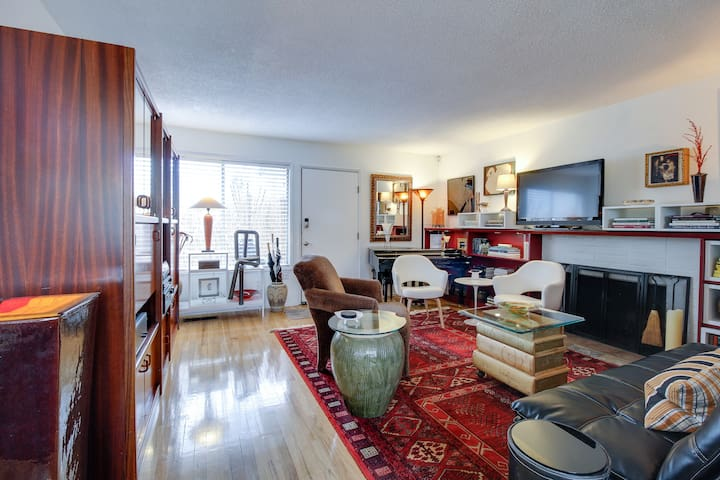 Artistic comfort through-out, large screen TV w/Cable, handwoven afghan floor-coverings, white leather chairs, comfy click clack couch, books, albums, and more...