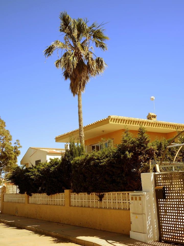 Casa vacacional con jardín privado