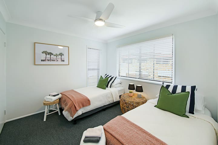 3rd Bedroom with two single beds