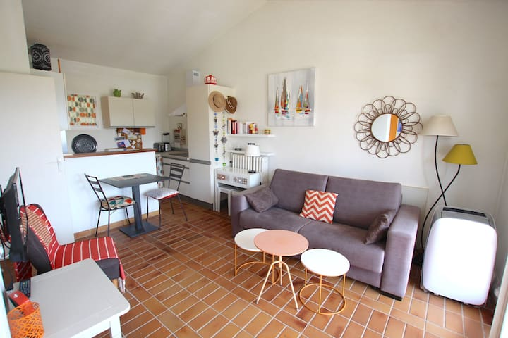 2-room apartment close to the beach - large balcony