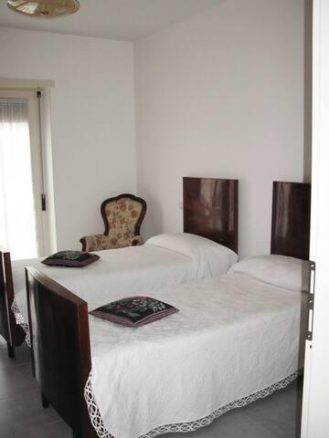 camera con bagno in appartamento privato - L'Aquila - Apartment