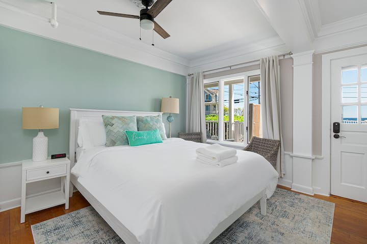 The Cove at Rockport #3- Oceanview Queen Bed
