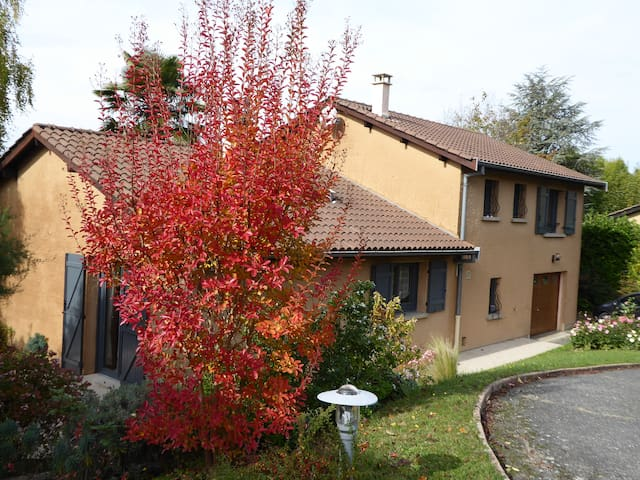 Villa ensoleillée au calme dans le  val de Saône . - Reyrieux - Casa de campo