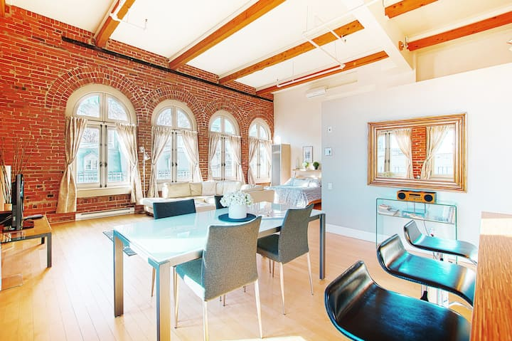 Luxury & spacious Loft for the romantic in you