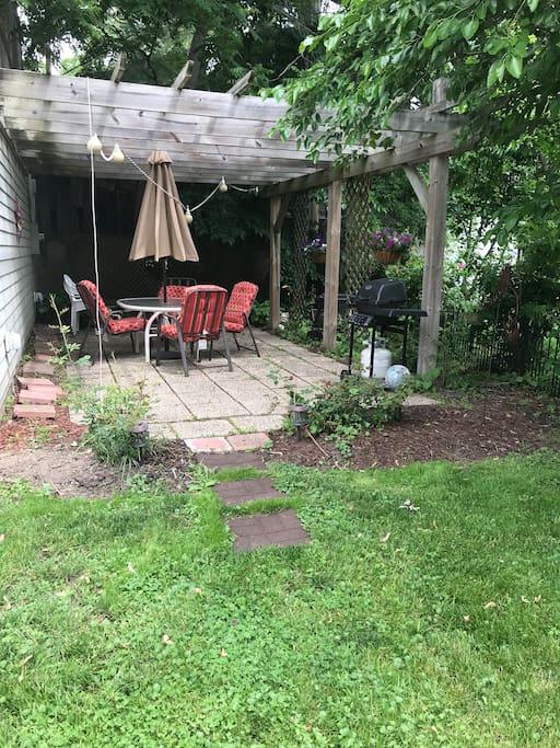Private patio in backyard w grill