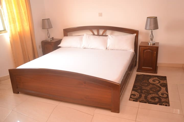 Bright furnished room - Accra - Appartement