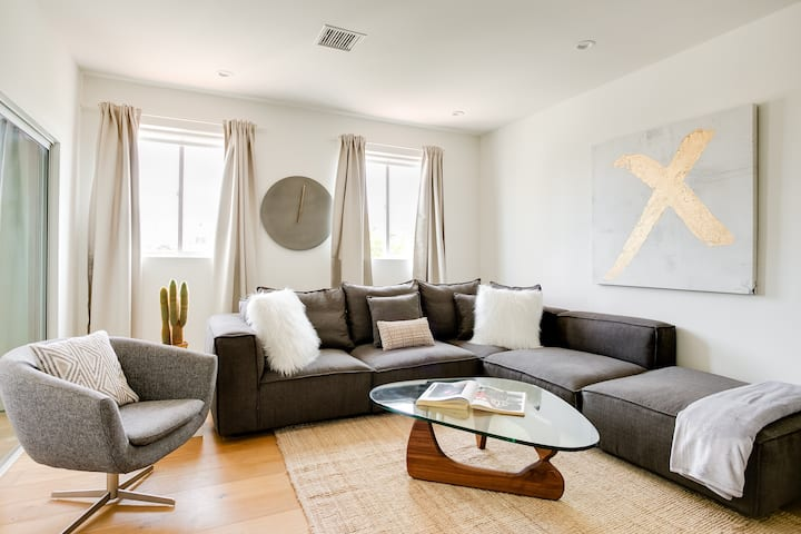 Modern 3-Bed private unit near Beverly Hills