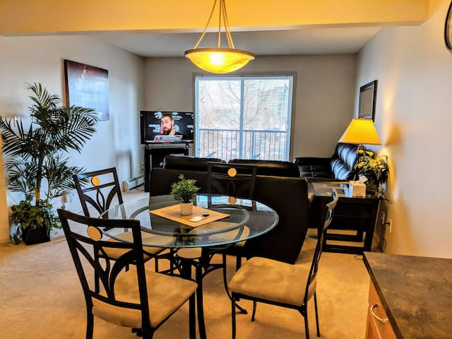 Elegant 2BR U/G parking LRT&Transit 1Min Walk