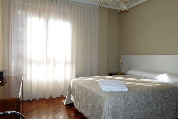 Habitación amplia Junto Corte Inglés P. Zorrila. - Valladolid - Casa