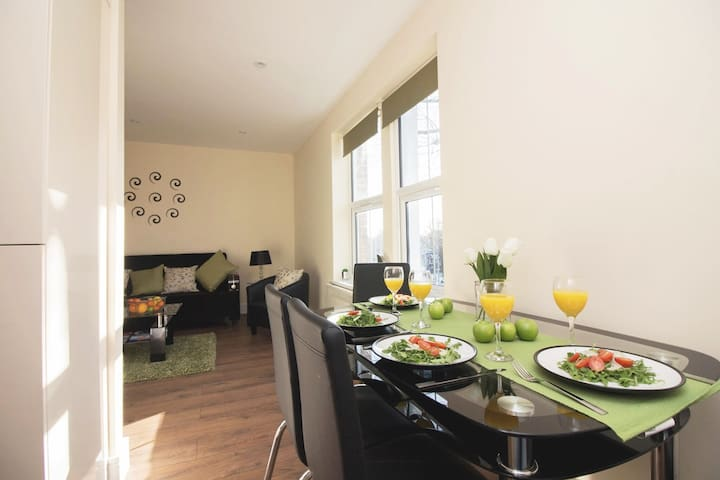 Modern 1 Bed Apartment Near Ealing Common