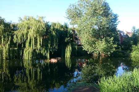 Double room with en-suite, river views - Thrapston - Haus