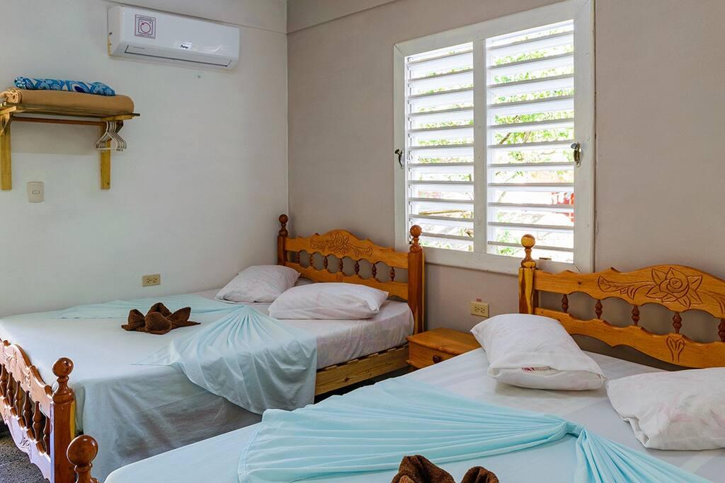 Habitación independiente con baño privado, agua caliente y fría todo el tiempo