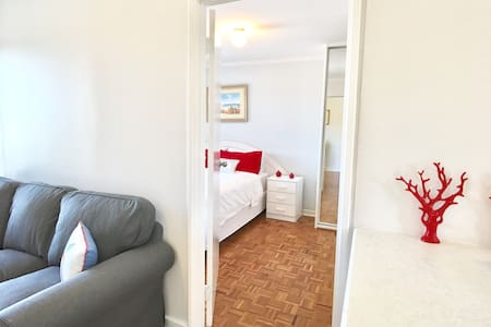 Deluxe Riverview Apartment - South Perth