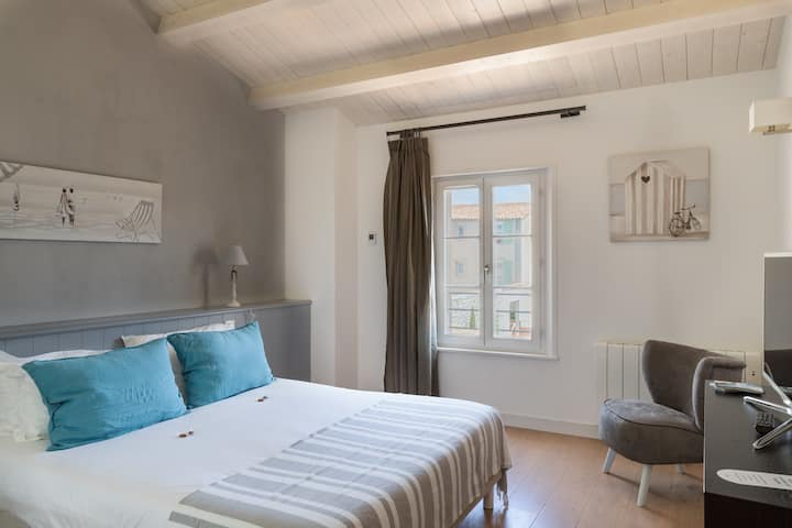 Chambre (3) 20m² dans villa avec piscine