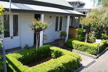 Cottage - Garden - Close to City - Pet Friendly