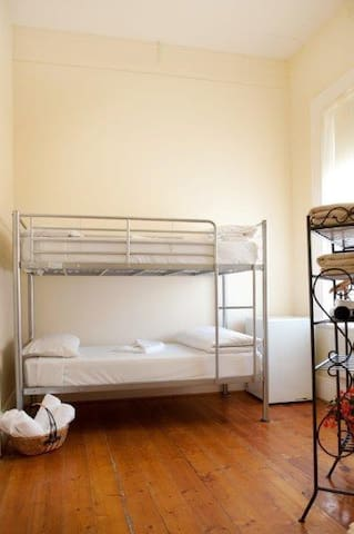 Claremont Guest House - South Yarra - Bed & Breakfast