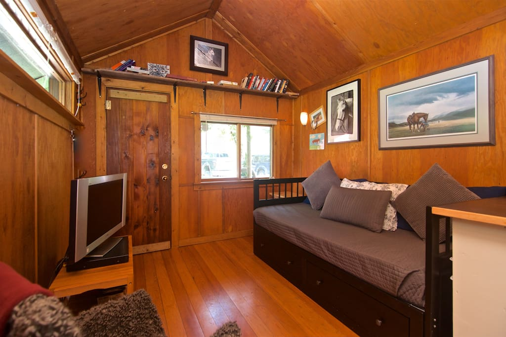Cozy self contained cabin cabins for rent in pemberton for Self contained cabin